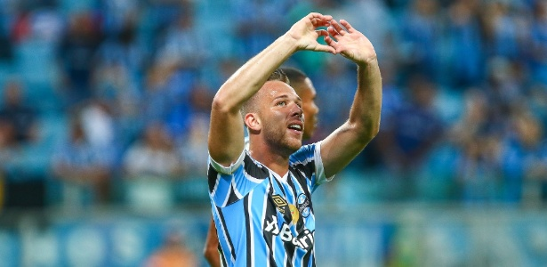 Arthur deixa o Grêmio e vai atuar no Barcelona já nesta janela de transferências