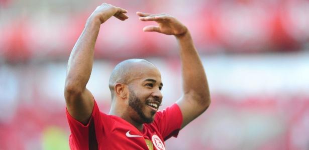 Patrick em ação pelo Internacional, jogador comemora bom momento no time