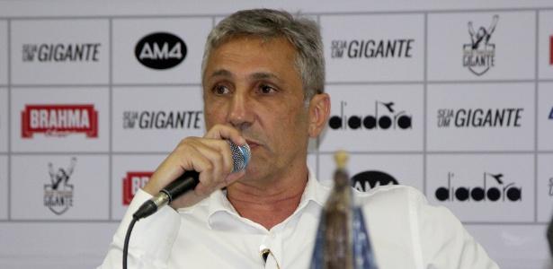 Campello, presidente do Vasco, não consegue nem dar previsão de pagamento ao grupo