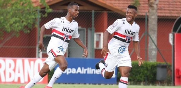 Helinho, à esquerda, será observado de perto por Aguirre no São Paulo