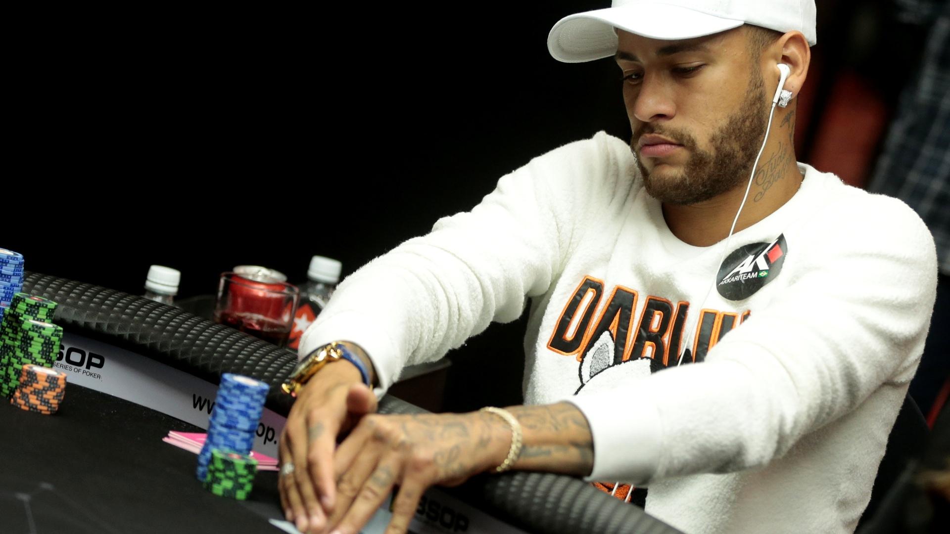 Neymar participa de torneio de pôquer em São Paulo
