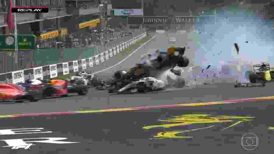 Fernando Alonso voa na primeira volta do GP da Bélgica - Reprodução/Rede Globo