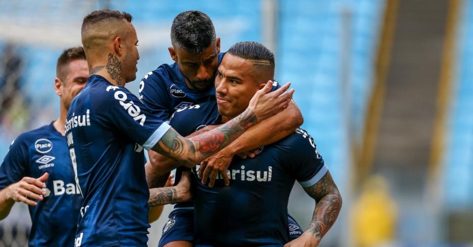 Jael, do Grêmio, comemora gol marcado de pênalti contra o Botafogo