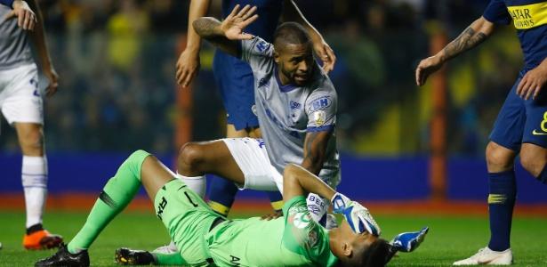 Cruzeiro saiu derrotado em jogo marcado por expulsão de Dedé no segundo tempo - Demian Alday/Getty Images