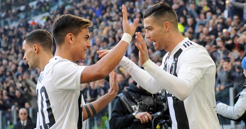 Cristiano Ronaldo comemora com Dybala gol da Juventus