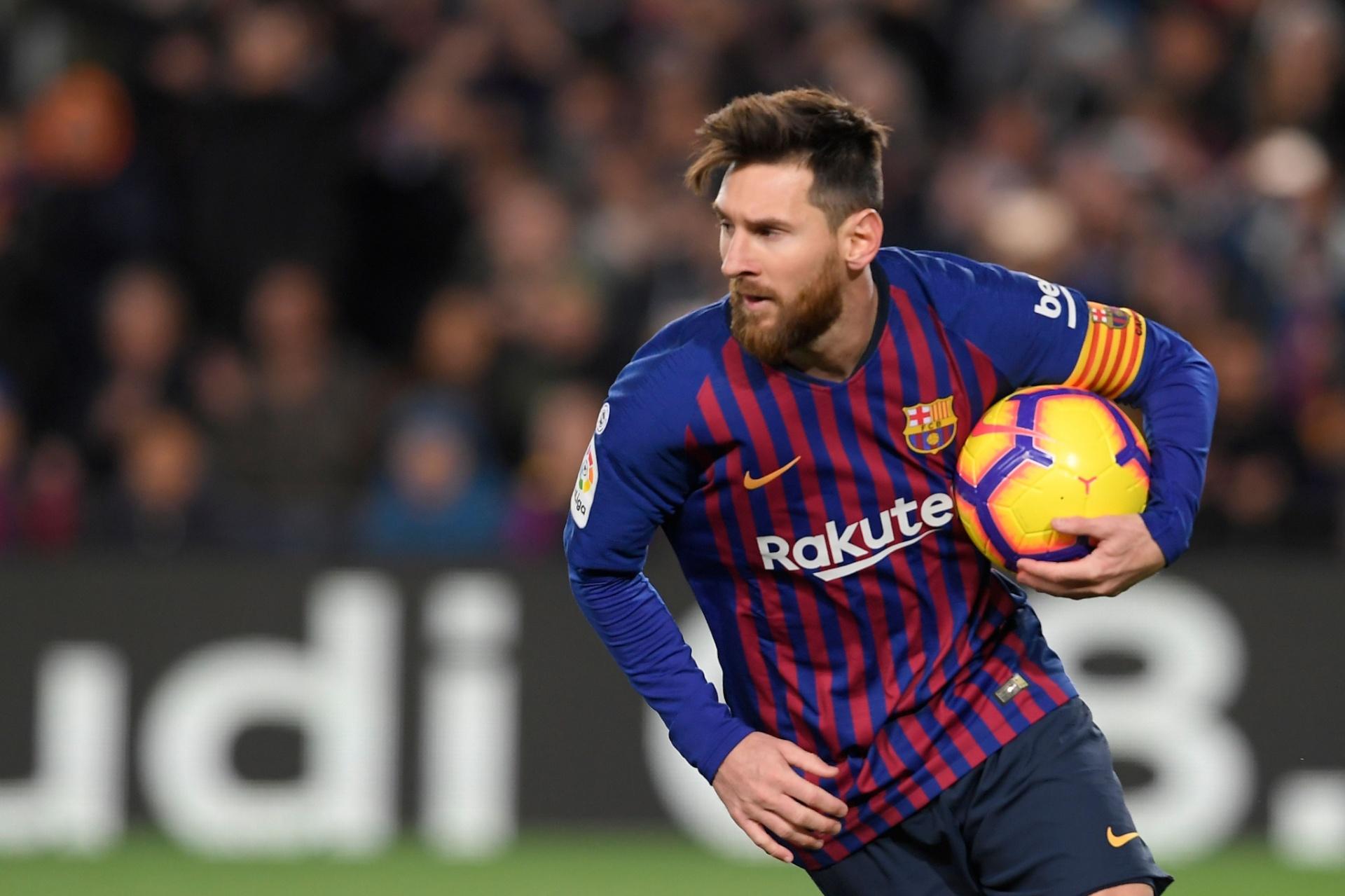 a7fb291e02 Messi marca duas vezes
