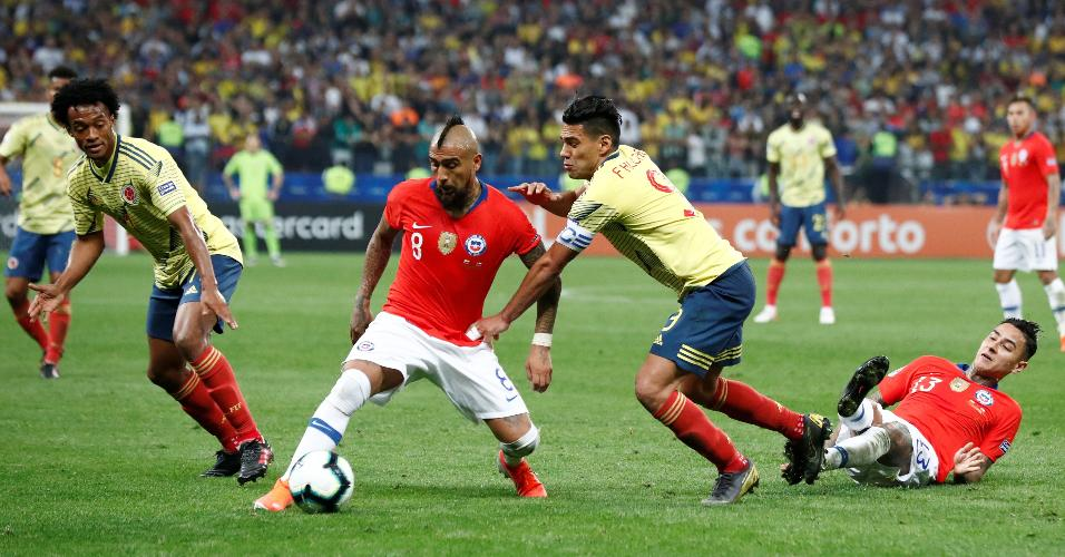 Vidal, durante partida entre Chile e Colômbia