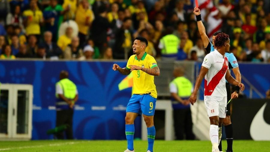 Gabriel Jesus é expulso contra o Peru no Maracanã - Chris Brunskill/Fantasista/Getty Images