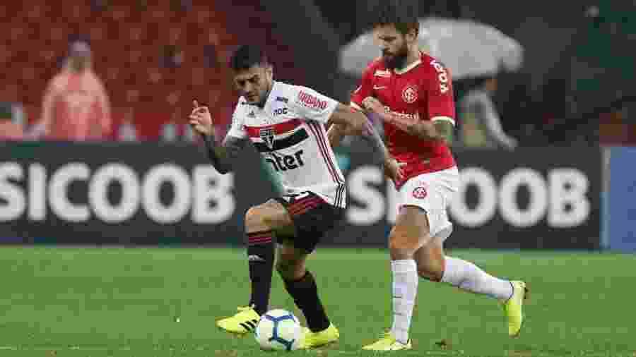 Contra o Inter, no Beira-Rio, volante chegou ao quinto jogo consecutivo no São Paulo - Rubens Chiri / saopaulofc.net