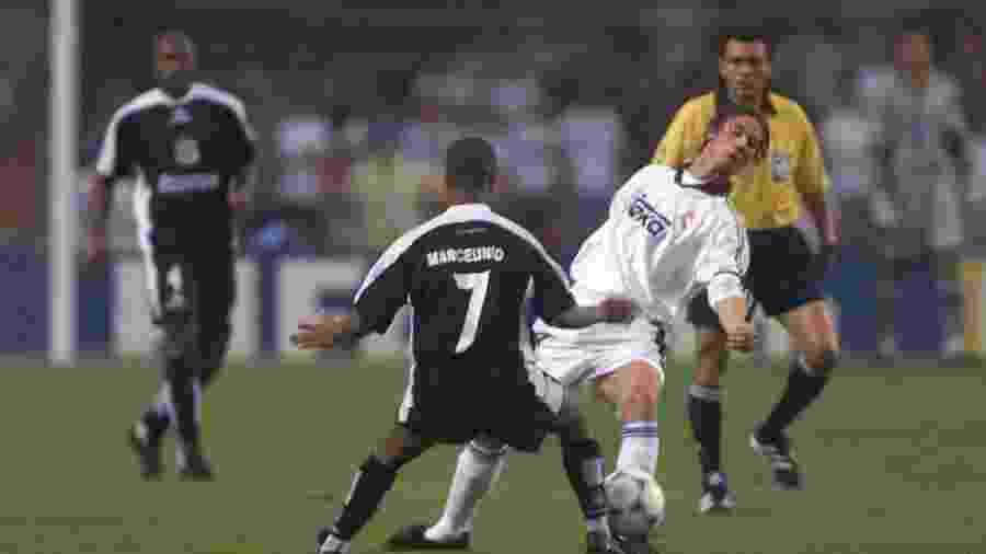 Corinthians e Real Madrid brigaram até o fim da terceira rodada pela vaga na final do Mundial de 2000 - Evelson de Freitas/Folhapress