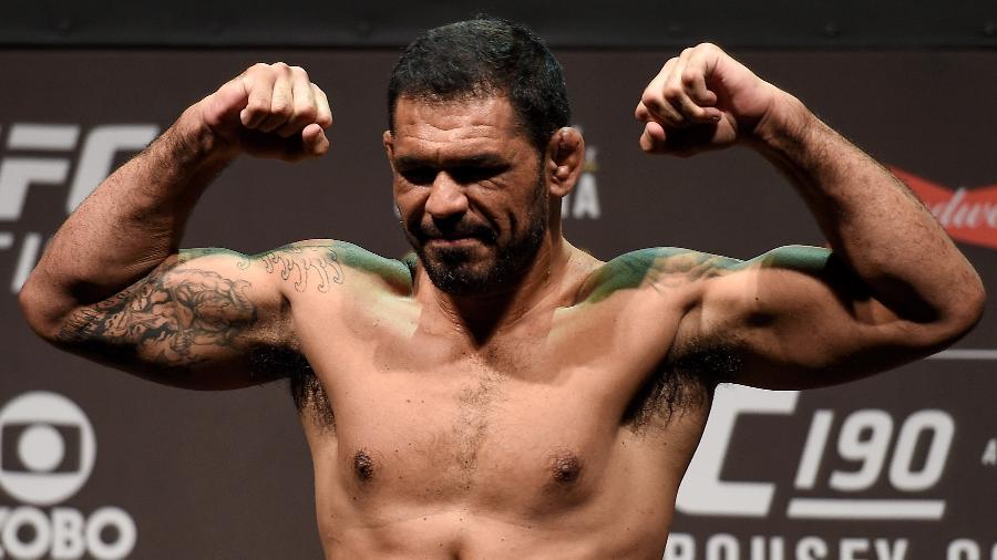 Rodrigo Minotauro em pesagem antes de luta de despedida no UFC; 34 vitórias na carreira - Buda Mendes/Zuffa LLC/Zuffa LLC via Getty Images