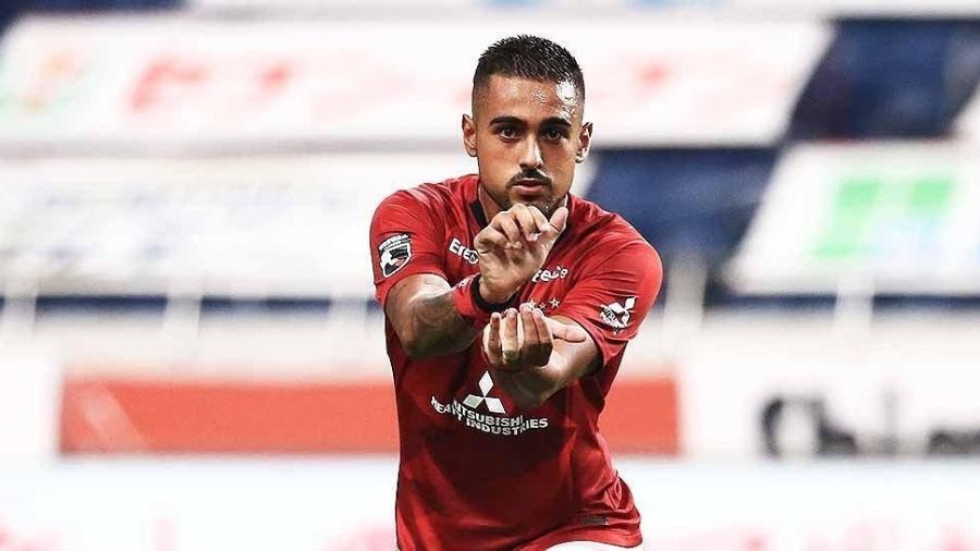 Atacante Leonardo Souza faz fama no Urawa Red Diamonds e já é ídolo da torcida - Divulgação