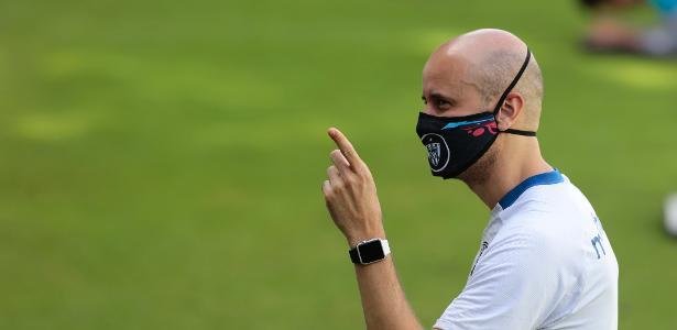 Clube busca técnico | Recuo de Ramírez gera incômodo, e Palmeiras desiste de técnico espanhol