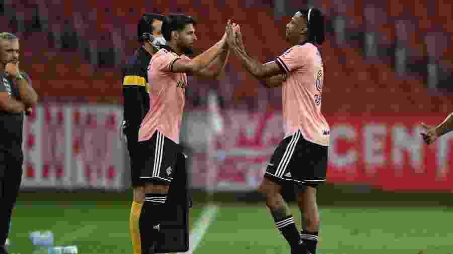 Yuri Alberto (e) é alternativa para Abel Hernández (d) no ataque do Inter - Ricardo Duarte/Inter
