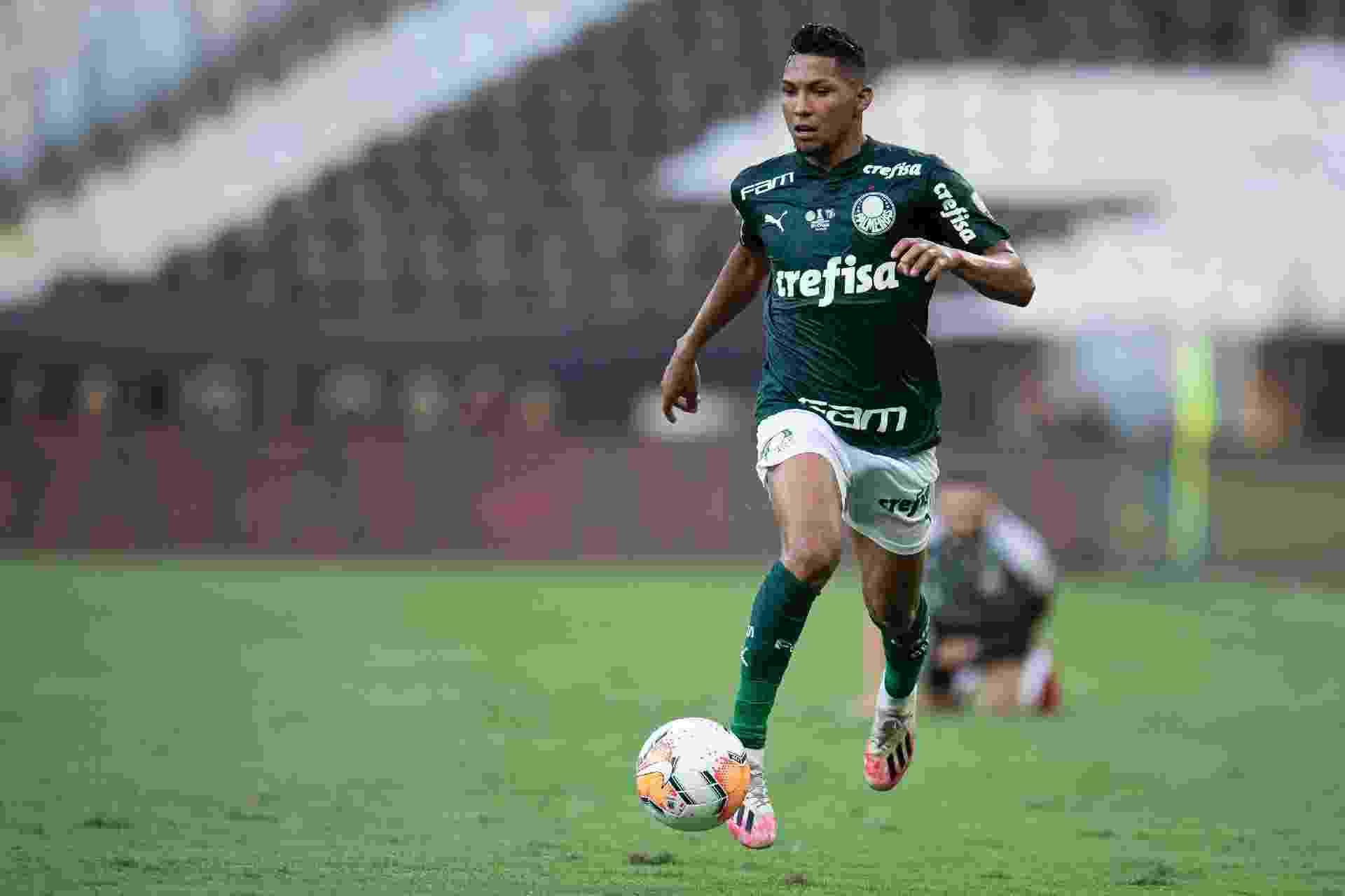 Rony, jogador do Palmeiras, atuando na final da Libertadores 2020, no Maracanã - Jorge Rodrigues/AGIF