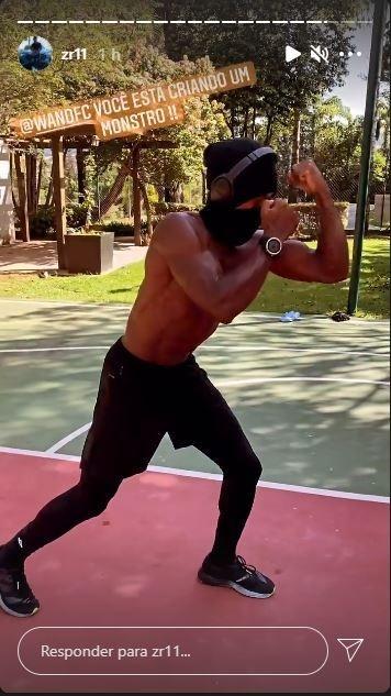 Zé Roberto praticando MMA
