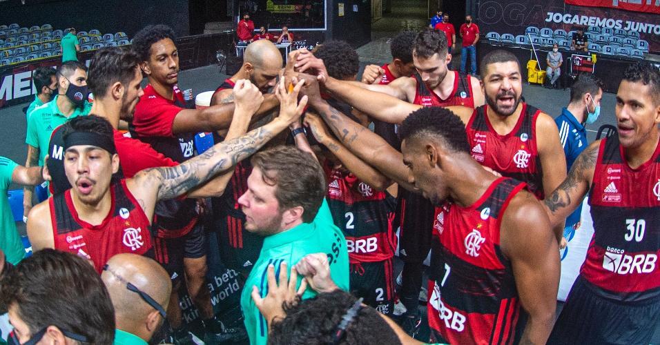 FlaBasquete no segundo jogo da semifinal da NBB. Equipe rubro negra venceu novamente o Paulistano, por 81 a 75
