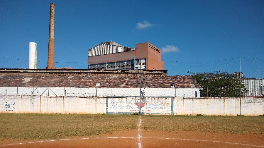 Campo de várzea do Santa Marina Atlético Clube, localizado no bairro da Água Branca, em São Paulo-SP - Arthur Sandes/UOL