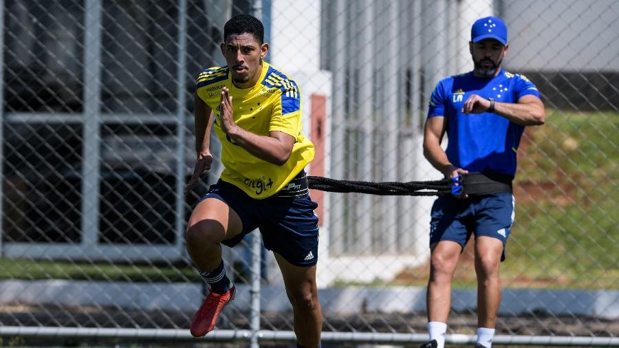 Zé Eduardo teve problema cardíaco no começo deste ano e está na preparação física desde agosto - Gustavo Aleixo/Cruzeiro
