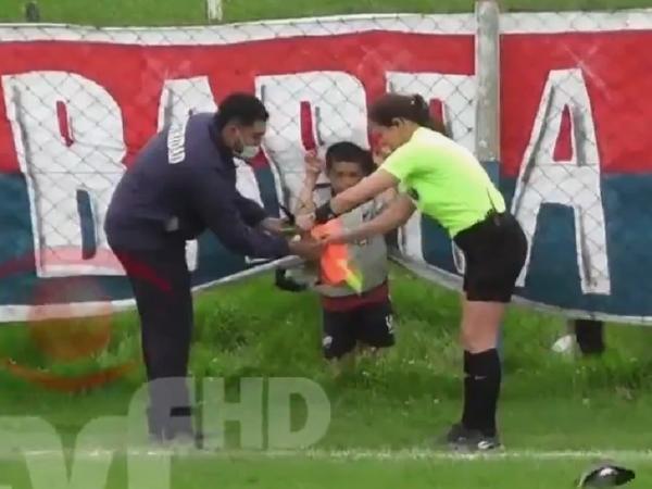 Ave mordeu a bandeirinha durante jogo realizado no interior do Uruguai
