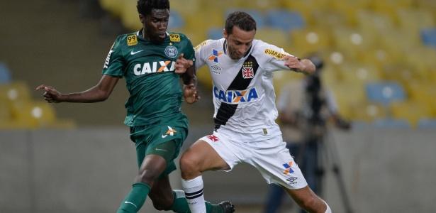 Negueba (esquerda) pode ser anunciado pelo Grêmio no começo da próxima semana