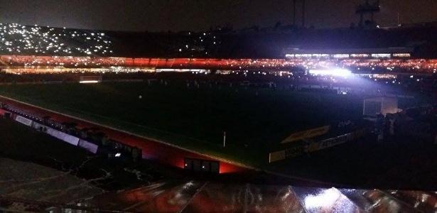 Morumbi ficou apagado logo depois do início do jogo entre São Paulo e Santos