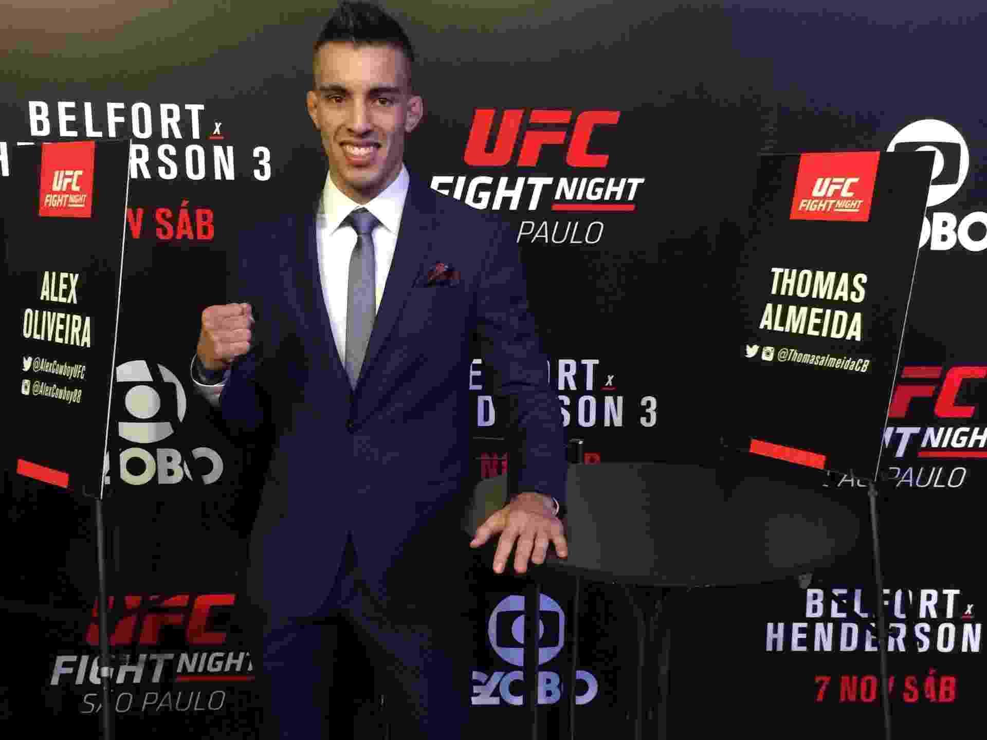 Grife x patrocínio  Thomas e rival tem duelo de ternos antes de luta no UFC 972c545c8f136