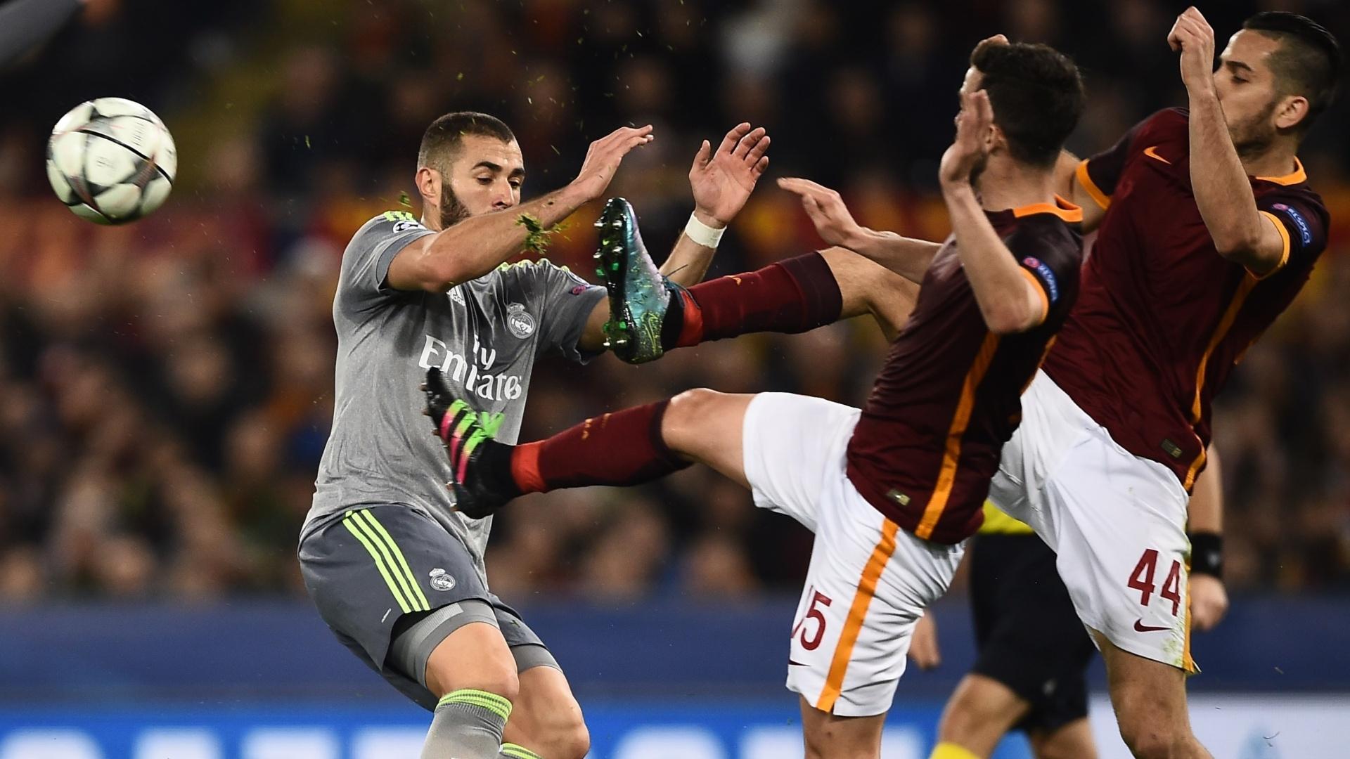 Jogadores da Roma se envolvem em jogada violenta com Benzema