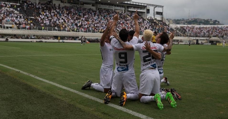 Jogadores do Santos comemoram gol contra o Corinthians na Vila Belmiro
