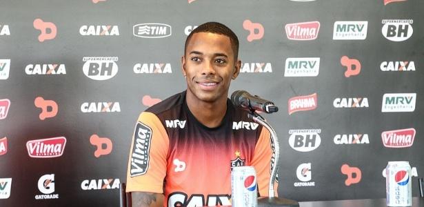 Robinho não treinou no campo e pode desfalcar o Atlético-MG mais uma vez