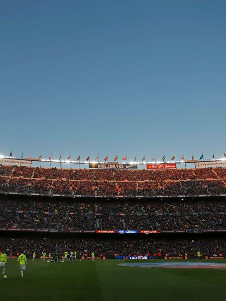 Camp Nou lotado - Reuters / Albert Gea