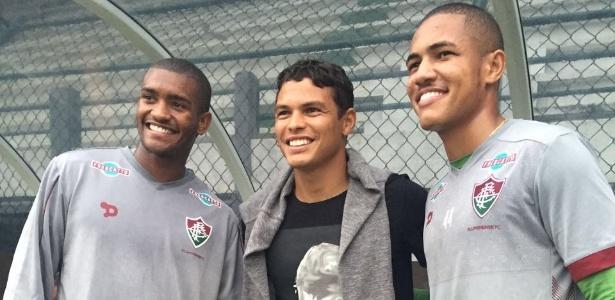 Thiago Silva visitou treino do Fluminense e posou para foto com Marlon (e) e Nogueira (d)
