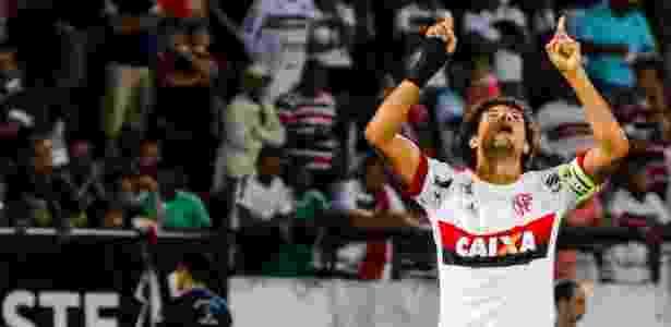 Willian Arão festeja gol do Flamengo contra o Santa Cruz - Clelio Tomaz/AGIF - Clelio Tomaz/AGIF