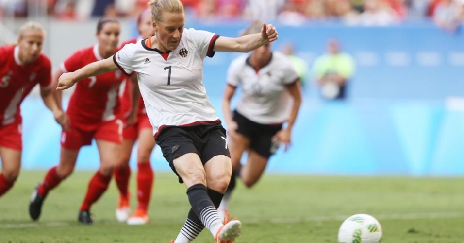 Melanie Behringer descontou para a Alemanhã diante do Canadá