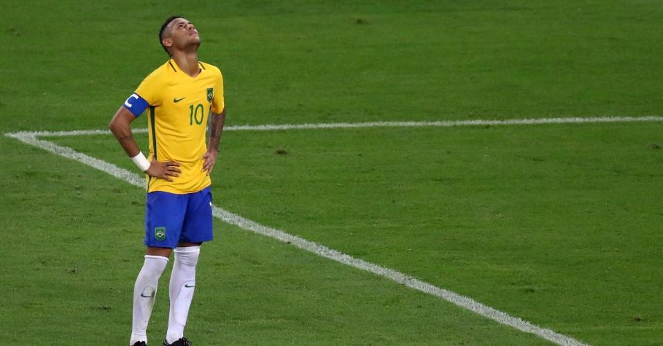 Neymar demonstra cansaço no segundo tempo da prorrogação