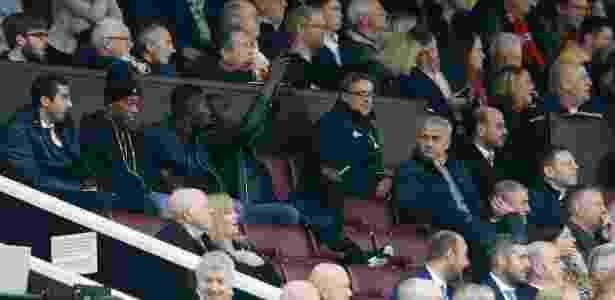 Técnico flagrou Bailly tirando fotos com celular durante partida - Carl Recine/Reuters