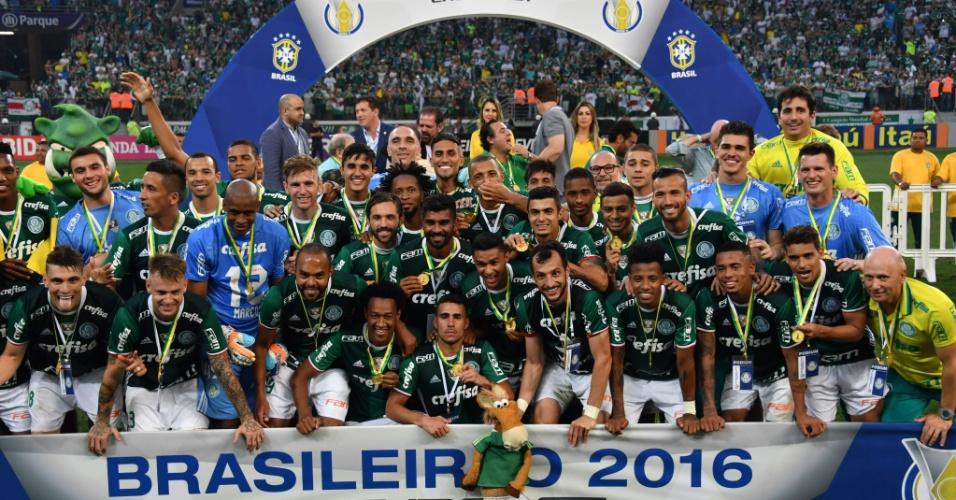 Jogadores do Palmeiras festejam a conquista do título