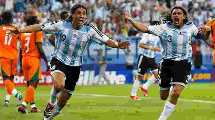 Sorin e Crespo comemoram gol da Argentina contra a Costa do Marfim na Copa do Mundo de 2006 - Shaun Botterill/Getty Images - Shaun Botterill/Getty Images