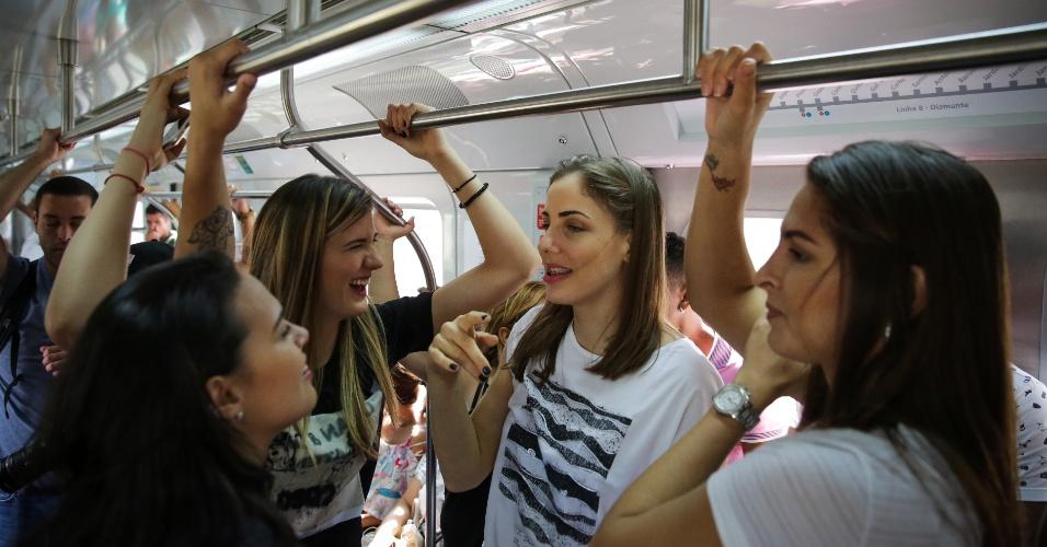 Estrangeiras do Vôlei Nestlé dão rolê de metrô