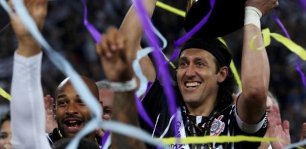Cássio já conquistou seis títulos no Corinthians e ergueu a taça do Paulistão 2017 - Paulo Whitaker/Reuters