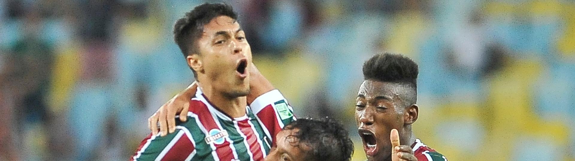 Reginaldo comemora gol do Fluminense contra o Atlético-PR