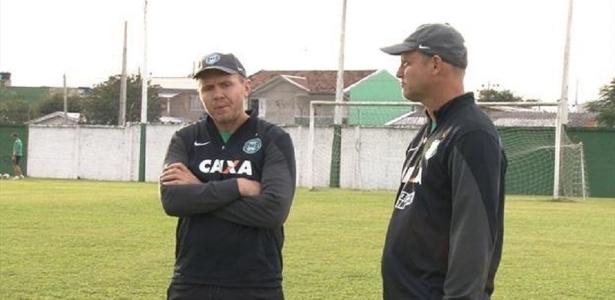 Sandro Forner (D) assume o Coxa contra o Flamengo