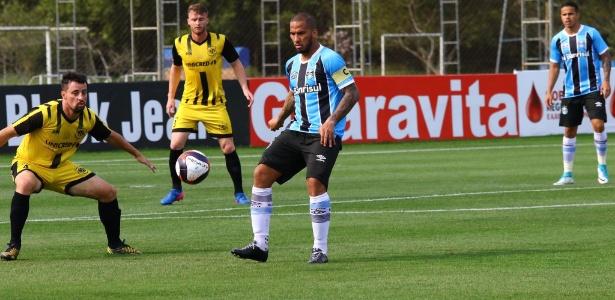 Jael, centroavante do Grêmio, em jogo do time de transição na Copa FGF