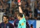 Neymar se diz caçado e critica expulsão em clássico: