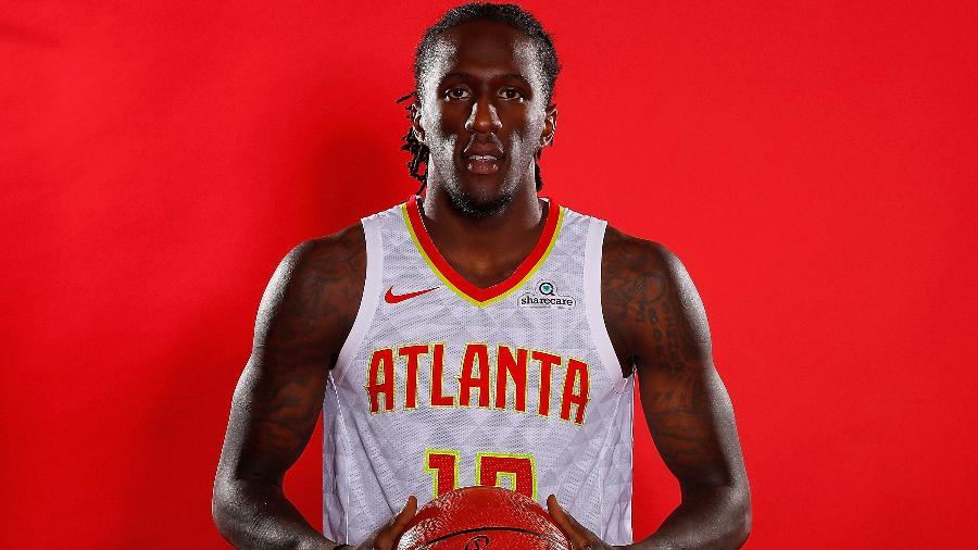 Taurean Prince posa para foto na apresentação do Atlanta Hawks para a temporada 2017/2018 - Kevin C. Cox/Getty Images
