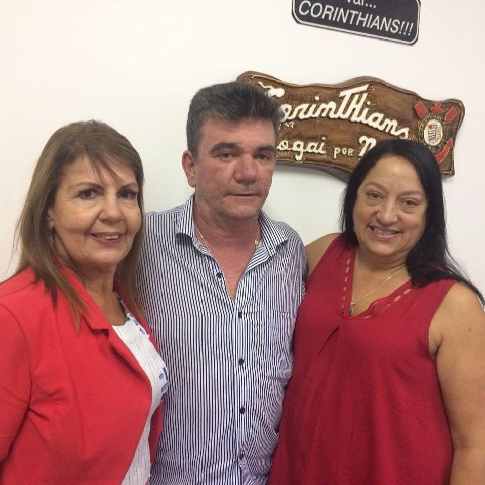 Andrés Sanchez, candidato à eleição no Corinthians, posa com Edna Murad Hadlik e Maria de Lourdes Jacob Mattavo, candidatas à vice-presidência do clube em sua chapa