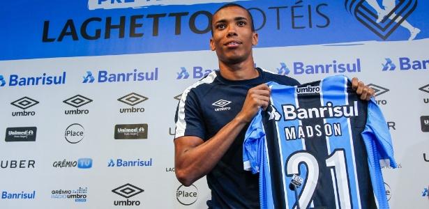 Madson, lateral direito ex-Vasco, ainda não se firmou no time titular do Grêmio