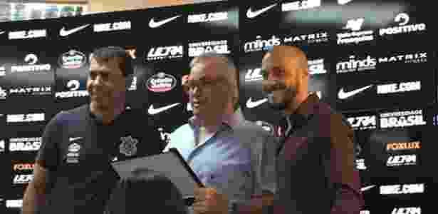 Roberto de Andrade recebeu homenagem e chorou em despedida - Dassler Marques/UOL