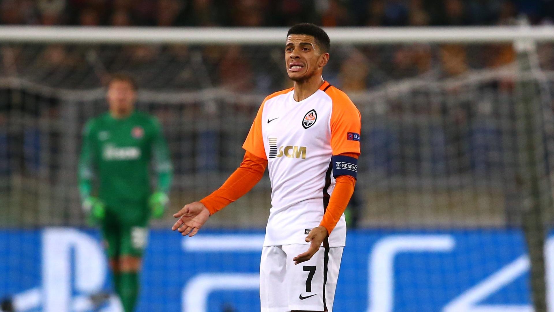 O atacante Taison durante o jogo entre Roma e Shakhtar Donetsk pela Liga dos Campeões