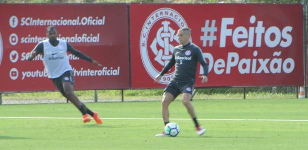 D'Alessandro domina a bola em treinamento do Internacional desta quarta-feira
